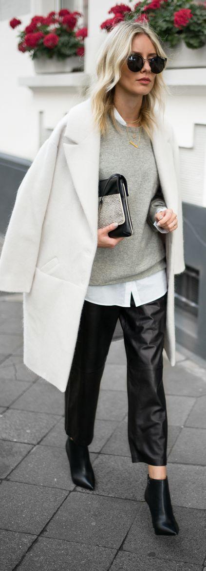 Set đồ hoàn hảo cho các cô nàng cá tính đó áo khoác nữ dáng dài mix cùng quần culotte chất liệu da cá tính đừng quên mix cùng một chiếc kính sành điệu để tăng thêm độ chất nhá
