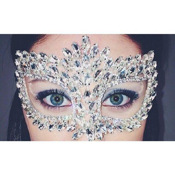 Um luxo para uma festa de 15 anos com tema de baile de máscaras!