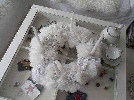 Schneeweißer  Dekokranz ,Adventskranz  Rosen Weiß  von MuMus Zauberwerkstatt auf DaWanda.com