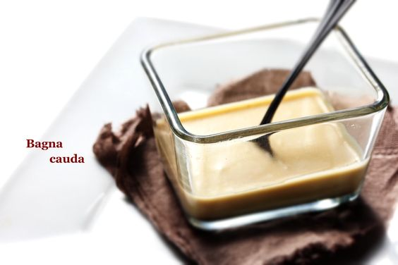 6【2種のソース】 バーニャカウダ:温めた有機豆乳にアンチョビ・EXオイル・ニンニクオイルを加え掻き混ぜる 金胡麻:ドレッシングにオイル・胡麻油・酢・醤油を入れる。