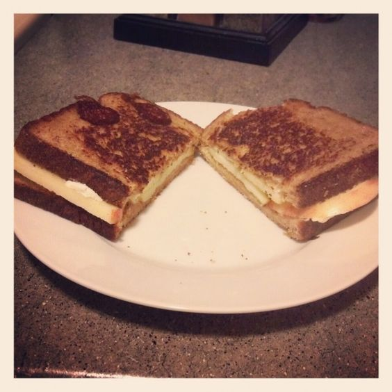 goat cheese, apple, and honey sandwich!
