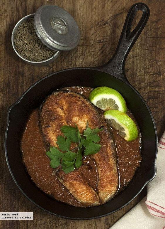 Filetes de salmón en salsa chraimeh. Receta de Yotam Ottolenghi