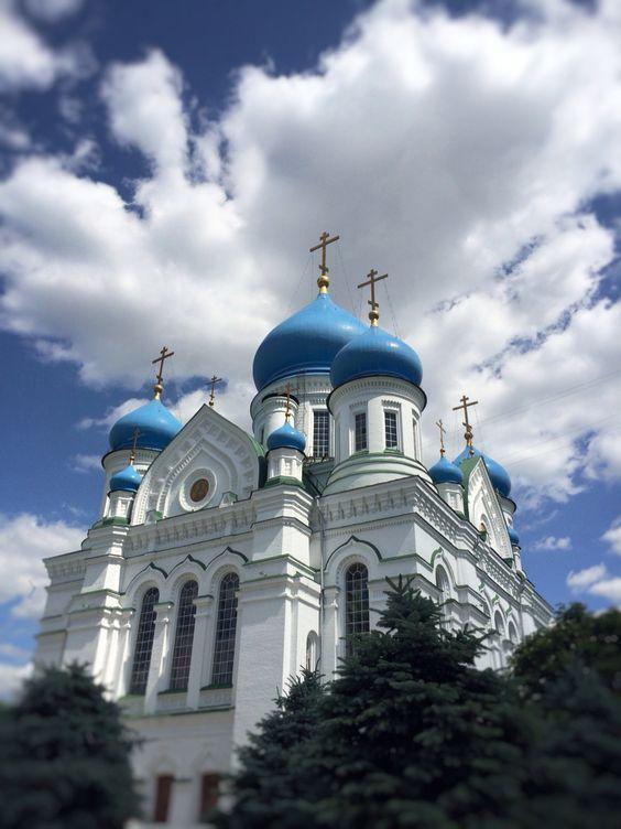 Иверский собор Николо-Перервинского монастыря, по преданию, был основан во время Куликовской битвы, расположен на берегу Москва-реки