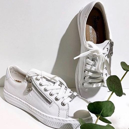 Vita snygga sneakers i skinn från Rieker i 2020   Sneakers