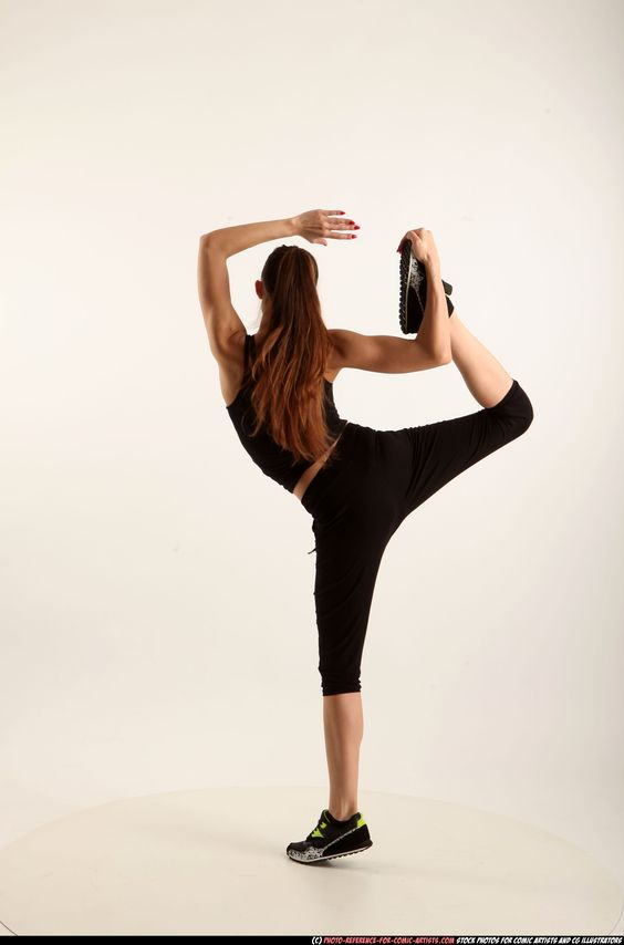 PHOTO OF WOMAN YOUNG ATHLETIC WHITE MOVING POSES SPORTSWEAR DANCE