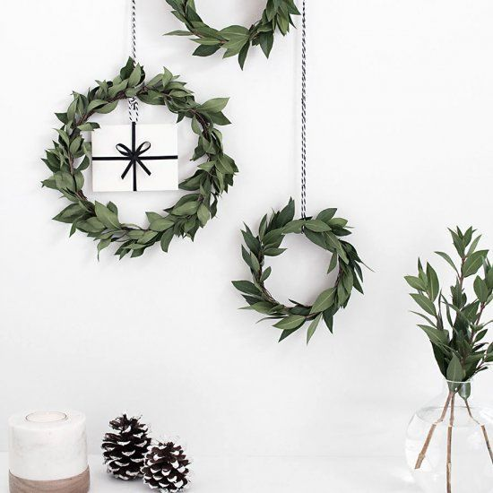 Get creative with giving gift cards this holiday season by making these simple and easy mini wreath gift card holders!