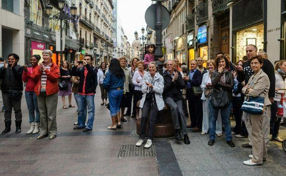 Muchas sonrisas, fotografía y aplausos para los turistas más simpáticos.