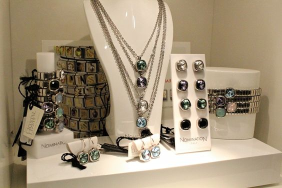 "Fashion and style: ""Breakfast at Tiffany's"" and champagne at the jewelry store Stefanovic ..."