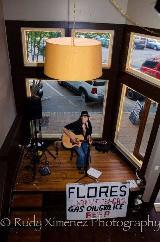 Performing at Roots Bistro, Georgetown TX, Photo by Rudy Ximenez