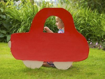 Haz tus juguetes caseros con material reciclado: http://www.serpadres.es/1-2-anos/ocio/articulo/haz-tus-propios-juguetes-con-material-reciclado