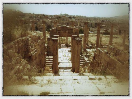 Jerash – the greatest Roman ruins you've never heard of. | The Amateur Adventurer The ancient Roman city of Jerash