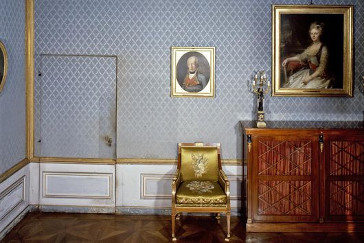 Altes Schreibzimmer im Appartement des Königs im Residenzschloss Ludwigsburg mit einer Tapetentür
