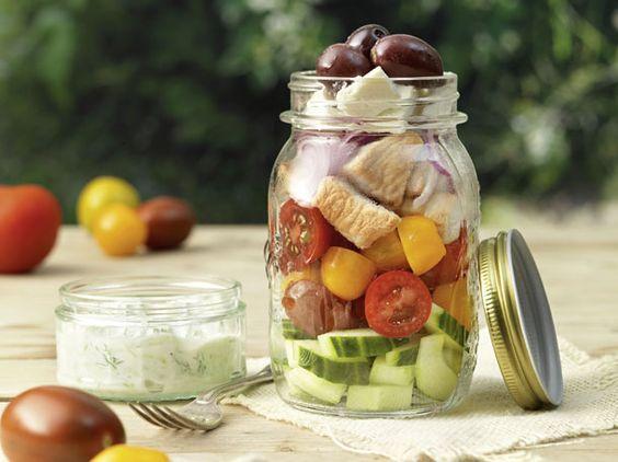 We shake it! Salate im Glas sind der Trend für die Grillparty oder das Sommer-Picknick.