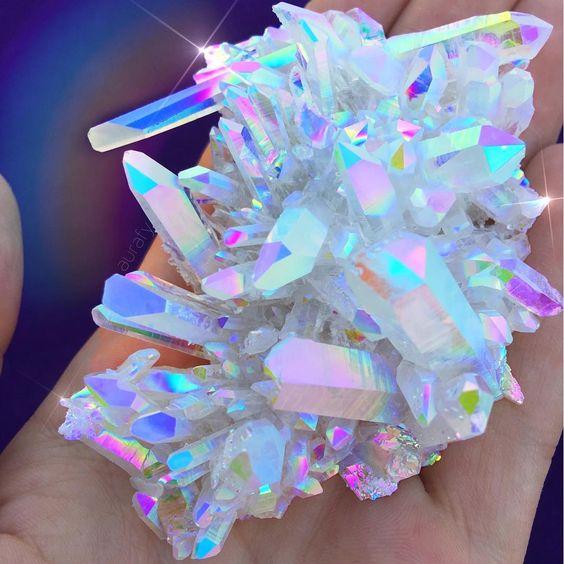 Los cuarzos, los cristales y las piedras te encuentran a ti