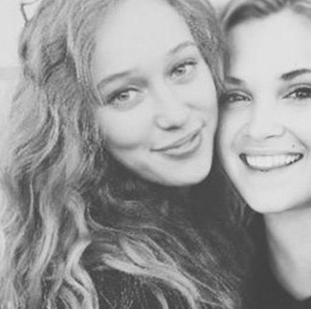 Alycia Debnam Carey & Eliza Taylor