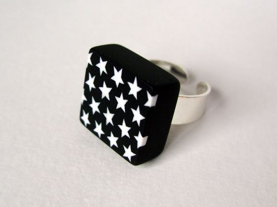 Black and white square ring  star pattern  by lesfollesmarquises