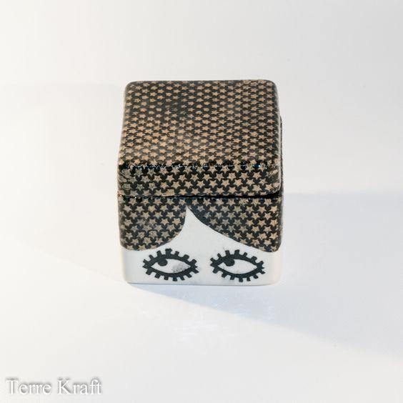 Boîte en céramique, boîte-regard noir : Art céramique par terrekraft