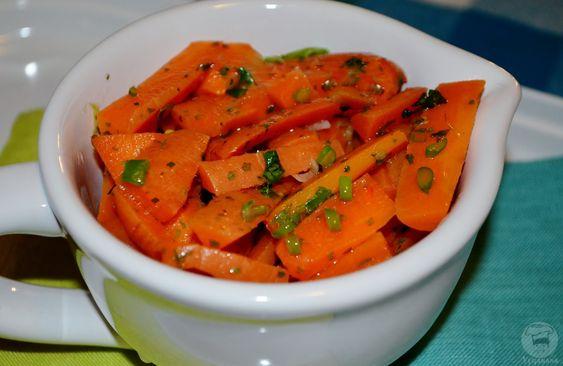 Veganana: Salada de Cenoura com Molho de Laranja e Mostarda