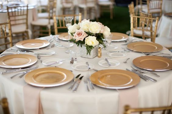 Gold Charger Wedding Place Settings- i love how simple: