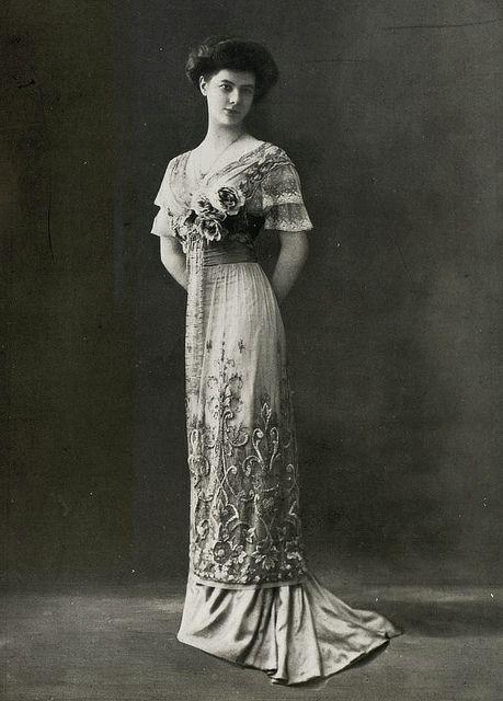 1910s Les modes: Evening gown by Perdoux.
