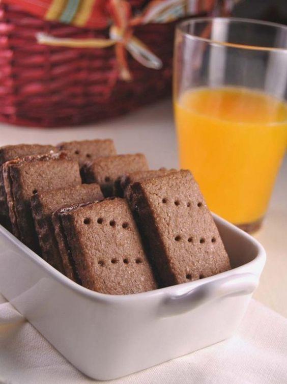 Domácí sušenky, které jsou opravdu křehké, chutné a nenáročné na přípravu. Všechny suroviny smícháme, odložíme do ledničky a následně vykrojíme sušenky, které pečeme cca 10 minut.
