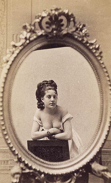 Blanche de Varennes dans un miroir, Gaston et Mathieu