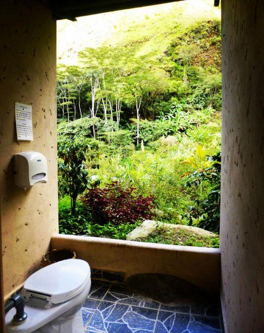 Este trono glorioso no Peru: | 25 lugares em que você precisa fazer cocô antes de morrer