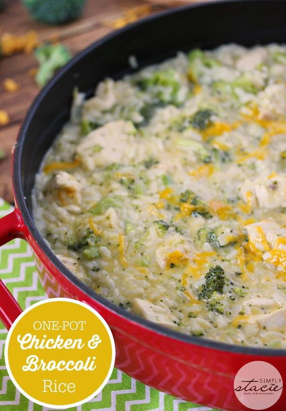 One-Pot Chicken & Broccoli Rice - creamy, cheesy and filling AND on your dinner table in less than 30 minutes!