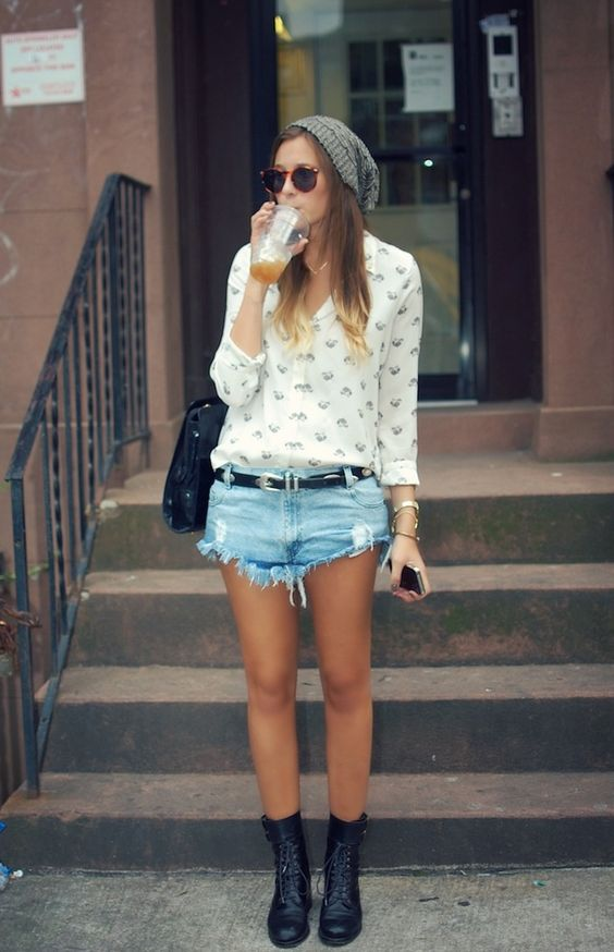 Shorts Jeans, Camisa, Coturno: