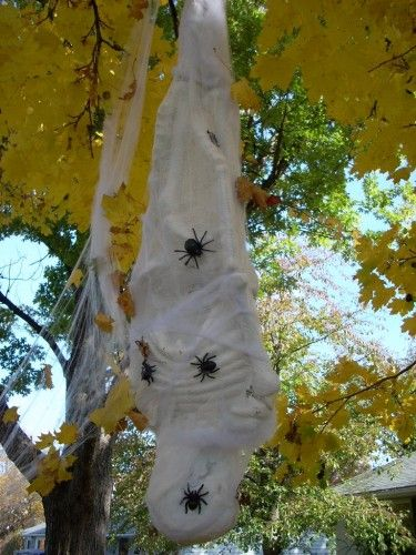Halloween Decorations - How to Make a Spider Victim Halloween