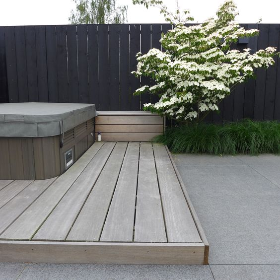 Stains wood decks and concrete patios on pinterest for Moderne tuin met jacuzzi