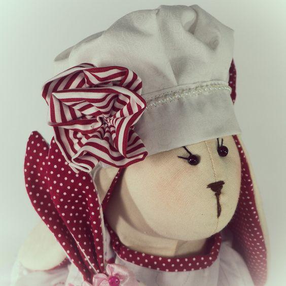 Coelhinho da Pascoa que trazes para mim?... <br>Linda Coelhinha confeccionada em tecido 100% algodão, excelente presente para a pascoa, linda peça de decoração. <br> <br>Tamanho 49cm <br>Peso 320gr