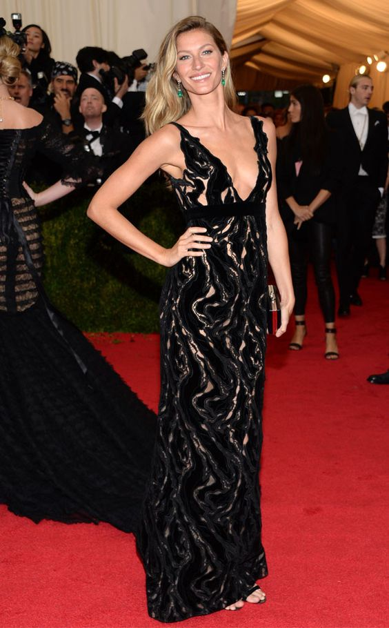 Gisele Bündchen goes simple yet sexy in a Balenciaga gown.