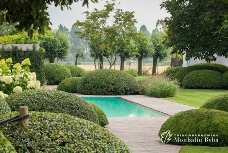 Aangelegde tuinen door tuinonderneming monbaliu romantische living tuin met strak biopool - Aangelegde tuin ideeen ...