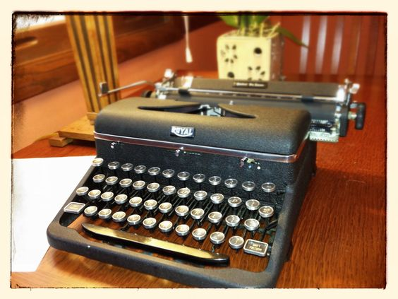 Royal Quiet De Luxe (1946) If you want a solid typewriter that's stylish and extremely easy to use, go with the Royal Quiet De Luxe. It's American simplicity at its best. Everything about this type...