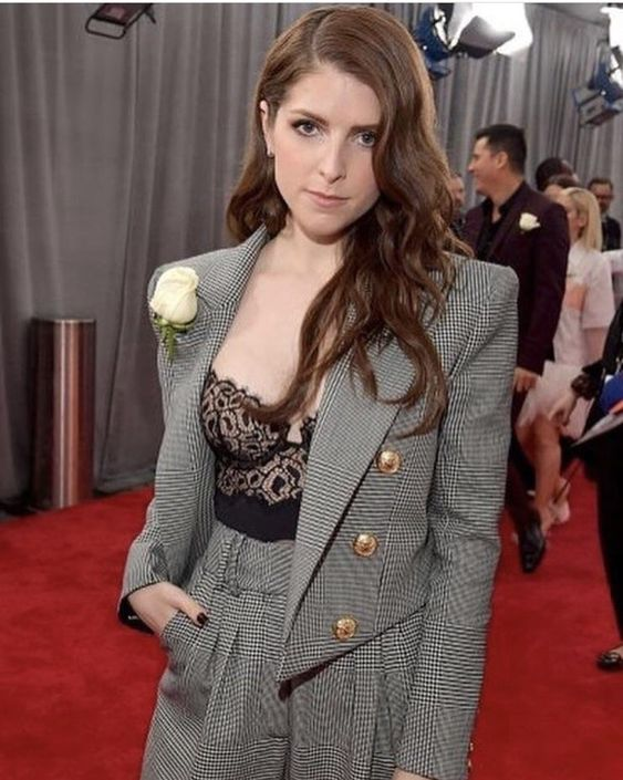 Anna Kendrick: Smart Suit.