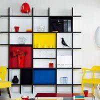 33 idées déco pour une atmosphère atelier d'artiste chez soi. Exemple : Une bibliothèque aux étagères peintes
