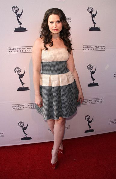 katie lowes measurements