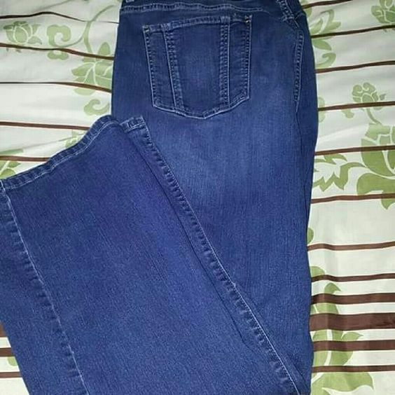 Jennifer Lopez bootcut  jeans 24w Worn one time,  excellent condition.  Jennifer Lopez bootcut size 24w. Jennifer Lopez Jeans Boot Cut