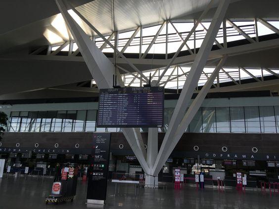 Стойки регистрации на рейсы и багажа