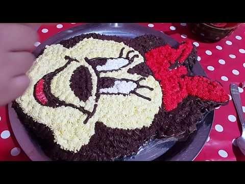 2 طريقة تزيين كيك على شكل ميني ماوس بالكريمة في البيت Minnie Mouse Cake Made Home Youtube Cake Desserts Mouse Cake