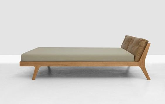 Holzbett design  Holzbett in schlichter Form | Sleep better, Industrial design and ...