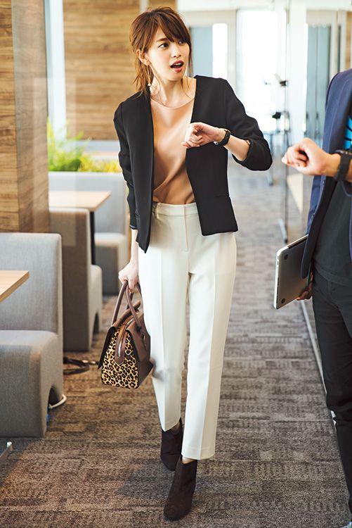 清潔感のある白パンツで仕事のデキる女。上品で好感度高い通勤着