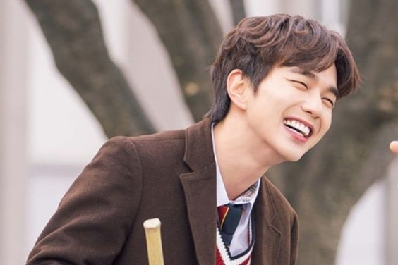 """Yoo Seung Ho Is Smitten And Can't Stop Smiling In """"My Strange Hero"""""""