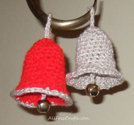 Use this free Christmas bells crochet pattern to make lots of jingle bells for your Christmas ...