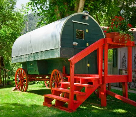 Avalanche Ranch Wagons - Exterior