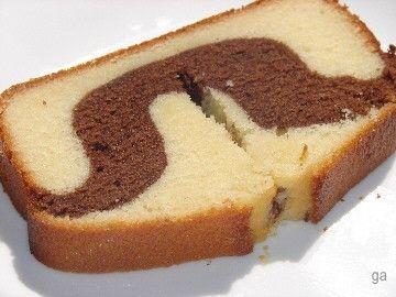 A vrai dire, lorsque j'ai réalisé ce marbré, j'avais plutôt en tête d'essayer d'en faire un similaire au délicieux Marble Pound Cake de chez Starbucks... P
