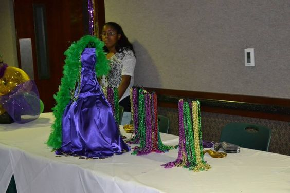 Madri Gras table centerpiece