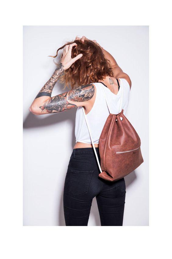 Edel und lässig: Turnbeutel aus Leder / cool and elegant: leather hipster gymbag by miau-design via DaWanda.com