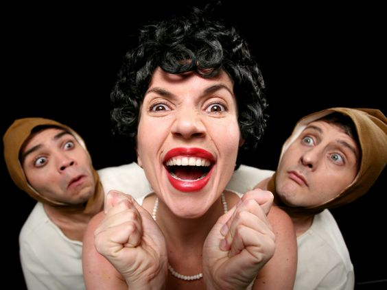 """A CiaCentro Teatral Etc e Tal leva, ao Teatro do Jockey, um clássico da literatura infanto-juvenil com humor, mímica e teatro de sombras. A encenação faz parte do projeto de comemoração dos 20 anos da companhia, que também apresenta outras seis peças, todas com ingressos a R$ 10. Adaptado do conto original dos irmãos Grimm...<br /><a class=""""more-link"""" href=""""https://catracalivre.com.br/rio/agenda/barato/adaptacao-de-a-branca-de-neve-une-humor-e-ilusao-na-gavea/"""">Continue lendo »</a>"""